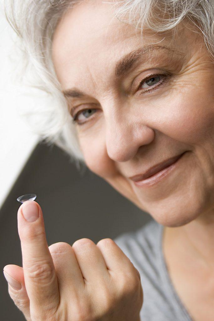 finde kontaktlinse im auge nicht